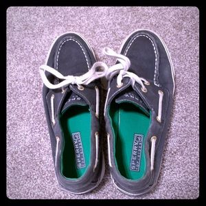 Size 6 Sperry shoes, good condition
